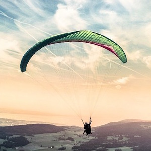 paragliding-1245837(300×300)
