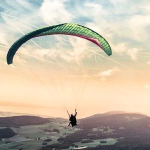 paragliding-1245837_640square