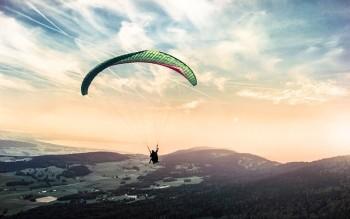 paragliding-1245837_640